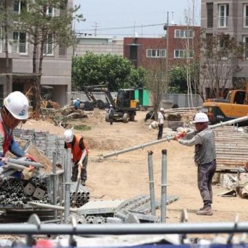 노동자 보호 위한 폭염기간 공사중지 조치 시행
